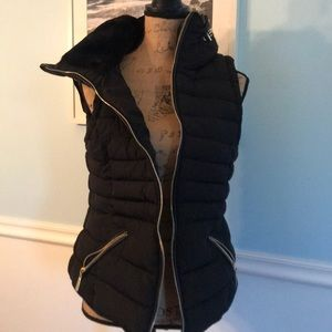 Gorgeous blk vest w gold accents S Med soft lining